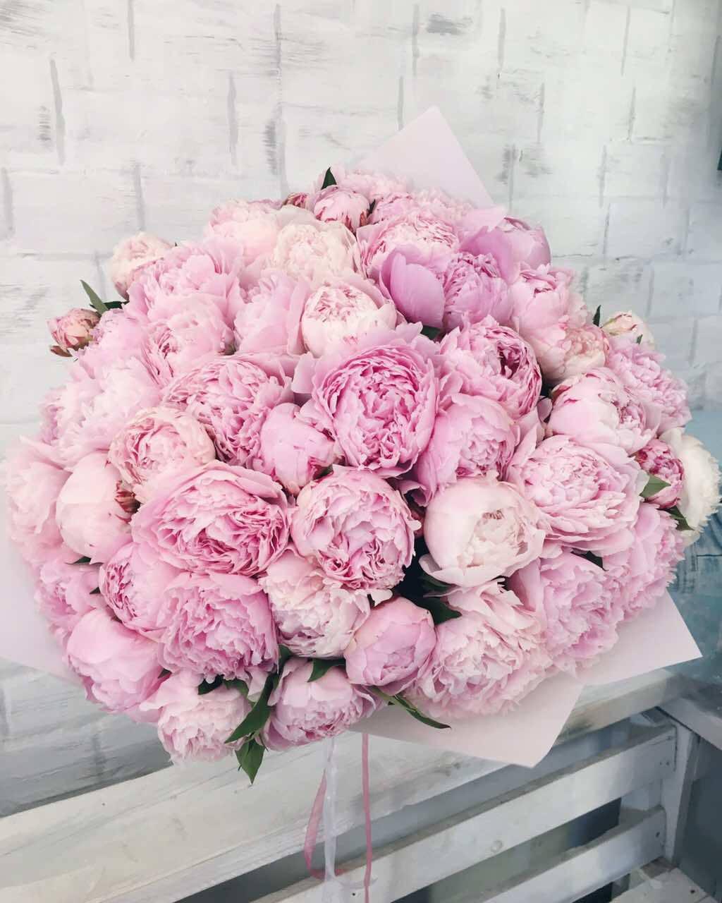 Нежно розовый букет пионов